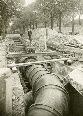 The mains water supply for Paris was the company's founding success
